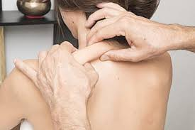 THINGS-YOU-NEED-TO-KNOW-ABOUT-SHOULDER-PAIN-TREATMENT