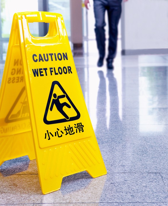 SLIP-AND-FALL-ACCIDENTS-MIGHT-RESULTS-IN-SERIOUS-INJURIES